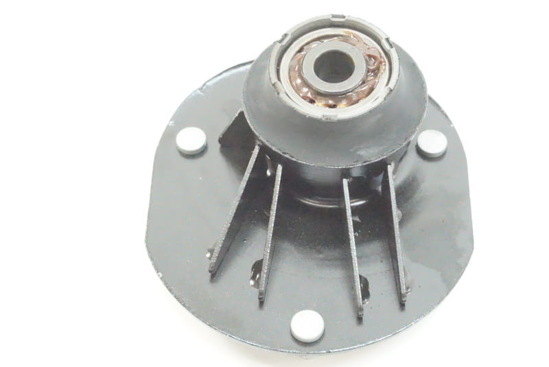 URO Parts 31 33 1 092 885 Left and Right Strut Mount